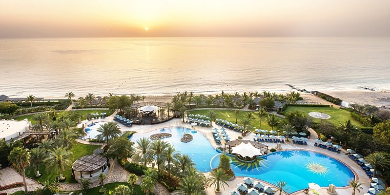 Pool des Le Meridien Al Aqah Beach Resort